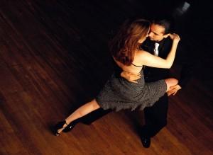 Dramatic-salsa-dancing-couple